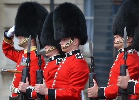 guard salute london england small