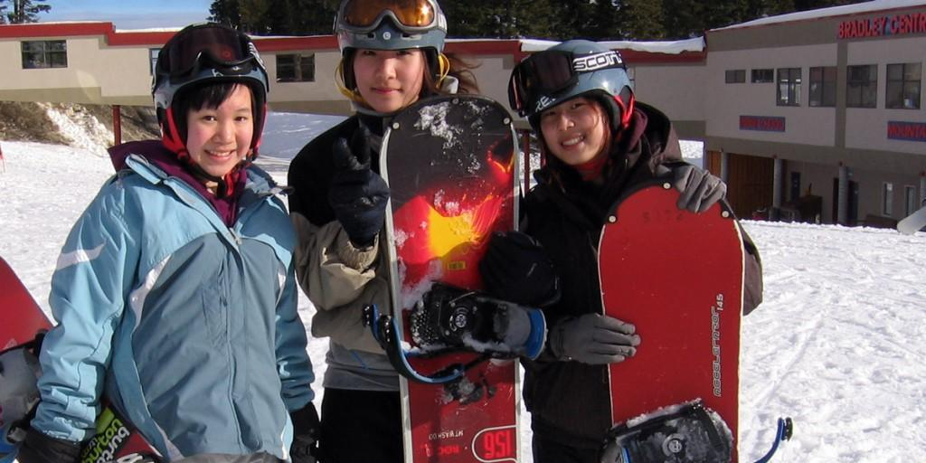 Snowboarding girls1 1024x512